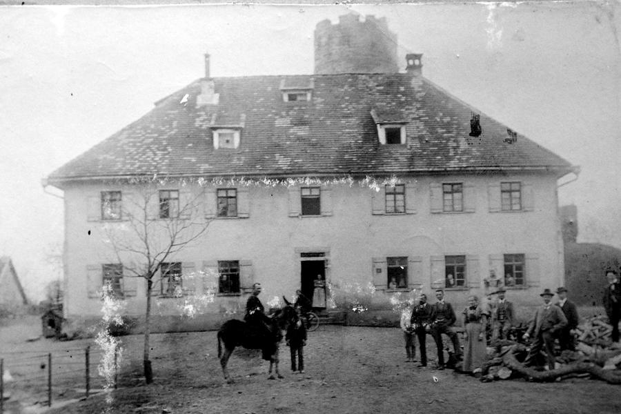 Vor dem Anselm-Schott-Geburtshaus, Datum unbekannt
