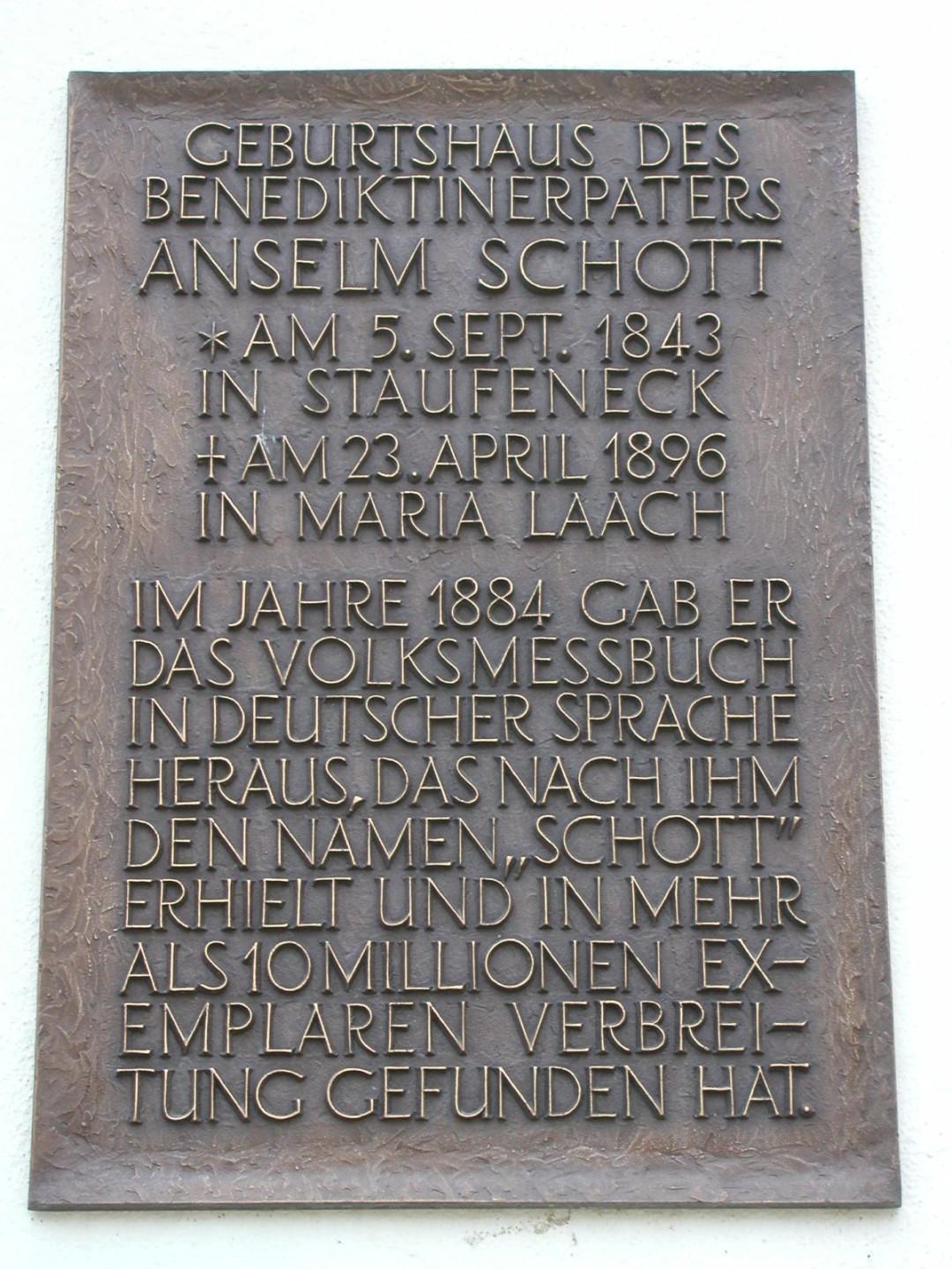 Gedenktafel für Pater Anselm Schott auf Burg Staufeneck